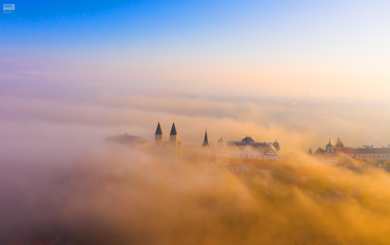 Ködös napfelkelte – Veszprém várhegy